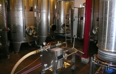 cave-en-inox-filtration-des-vins-gloeckler-brenner-vigneron-alsace