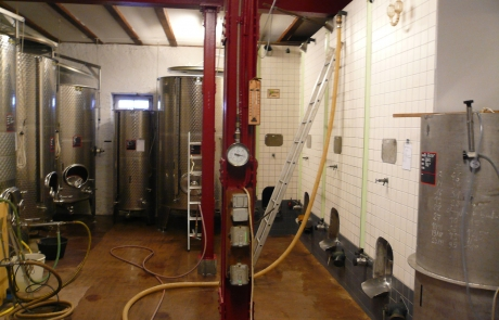cave-en-inox-filtration-preparation-mise-en-bouteille-gloeckler-brenner-alsace-vin