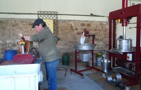 huile-de-noix-alsace-fabrication-gloeckler-brenner